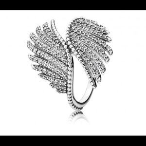 Pandora Magestic Feather Ring .